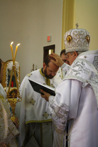 "Metropolitan Antony awarding Fr. Anthony the gold cross and the title ""Protoyerey"" (archpriest) and honorific ""Very Reverend""."